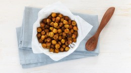 gettyimages-559539749-roasted-chick-peas-westend61